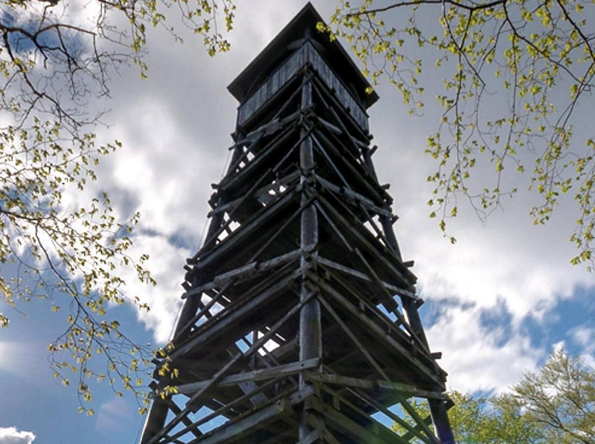 Turm des Anstoßes: Der Plesseturm ist wegen fehlender Standsicherheit gesperrt. Bild: Jürgen Katzer